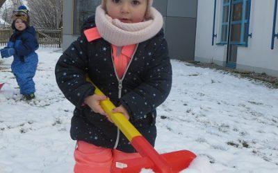 Einen Tag Winter mit Schnee, Eis und Kälte. (2020)